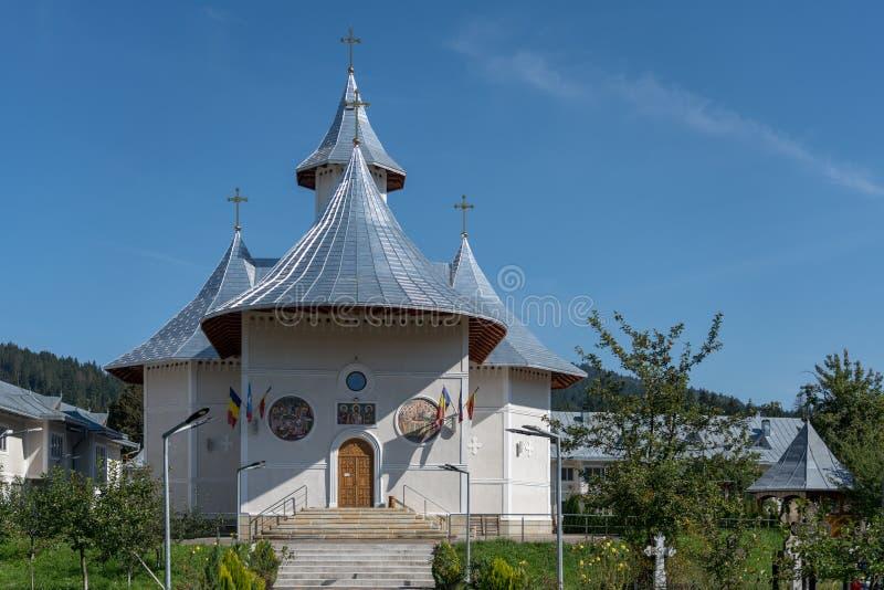 MOLDOVITA MOLDOVIA/ROMANIA - SEPTEMBER 18: Kyrkan från Mol royaltyfri bild