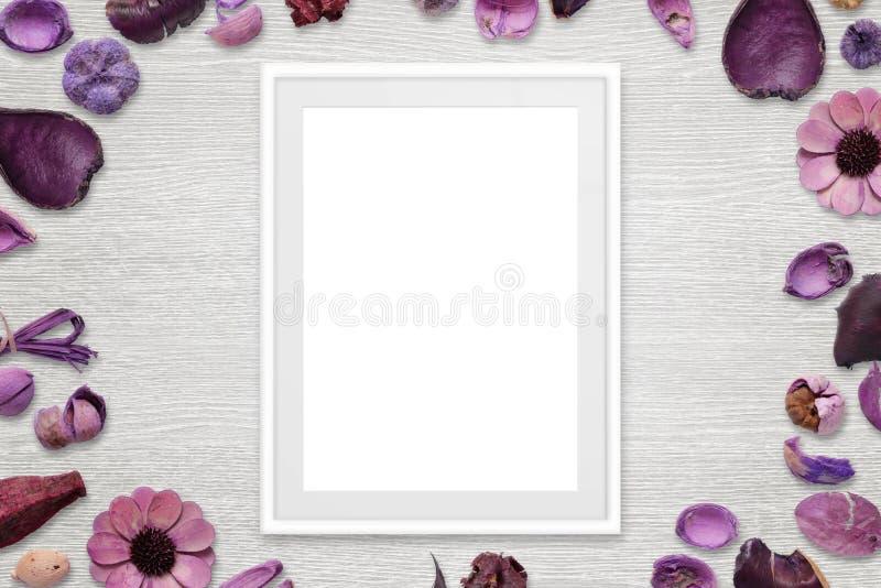 Moldura para retrato com espaço branco isolado para a imagem ou o texto imagem de stock