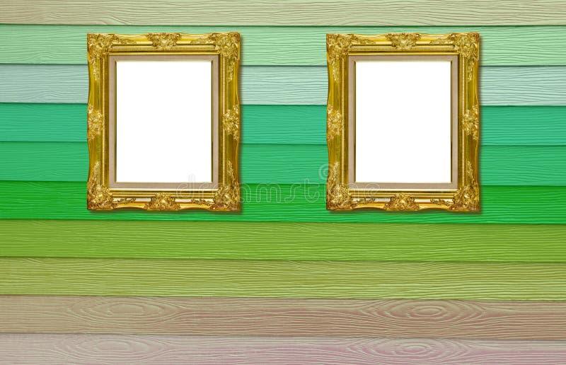 Moldura para retrato dourada antiga de Twain na textura de madeira imagens de stock