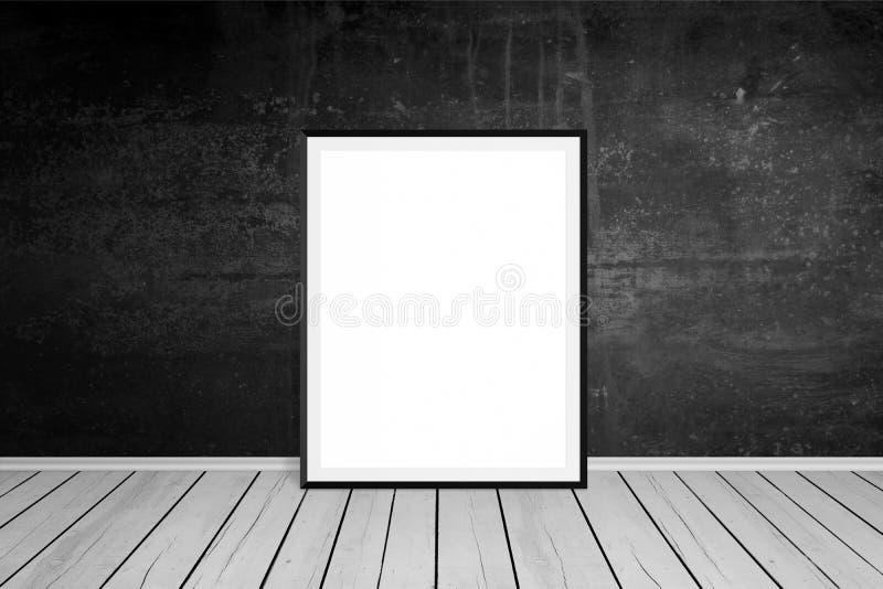 Moldura para retrato inclinada na parede preta fotografia de stock royalty free