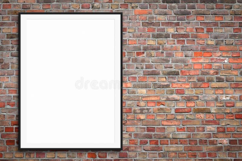 Moldura para retrato vazia na parede de tijolo com espaço da cópia - modelo quadro do cartaz fotos de stock