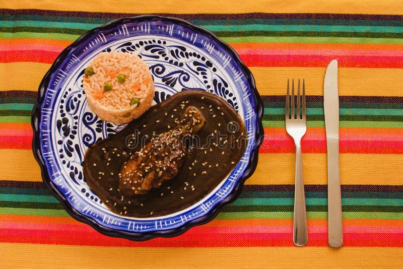 Mole Poblano mit Huhn ist mexikanisches Lebensmittel in Puebla Mexiko lizenzfreies stockbild