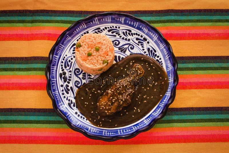Mole Poblano mit Huhn und Reis ist mexikanisches Lebensmittel in Puebla Mexiko stockfotografie