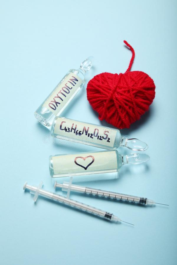 Moleculair liefdehormoon Seksuele chemieoxytocin Liefde en hart royalty-vrije stock foto