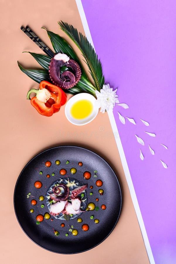 Moleculaire moderne keuken, haute keuken, gastronomisch voorgerecht stock foto