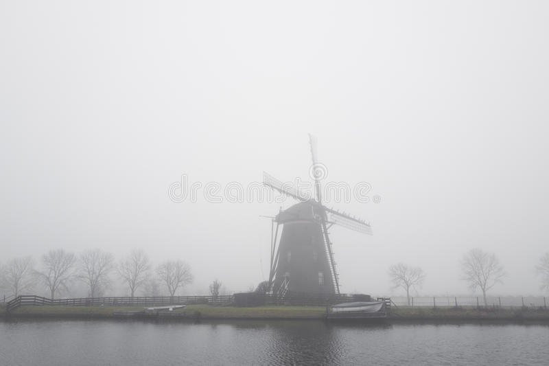 Molen Googer in de mist royalty-vrije stock foto