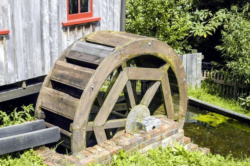 Molen met Waterrad stock afbeeldingen