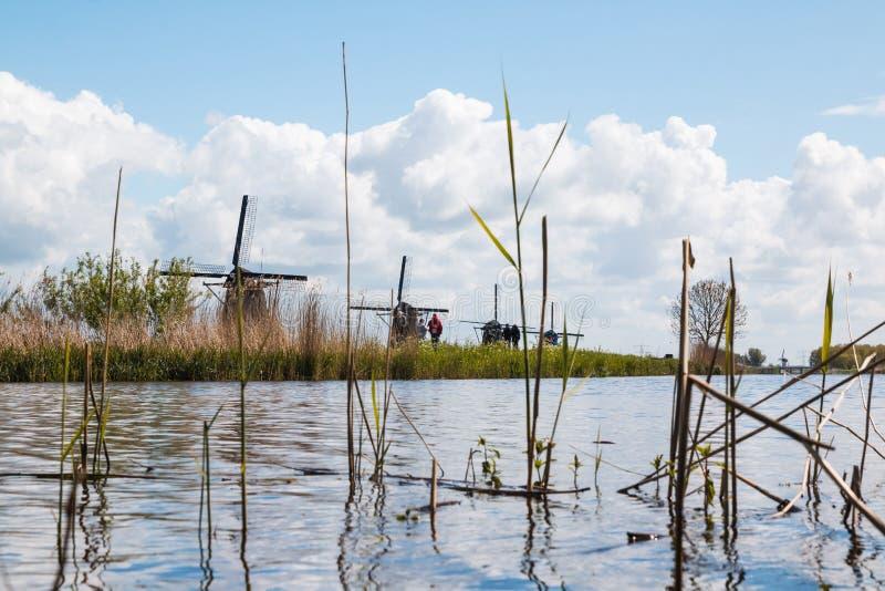 Molens en waterkanaal in een goede dag royalty-vrije stock foto's