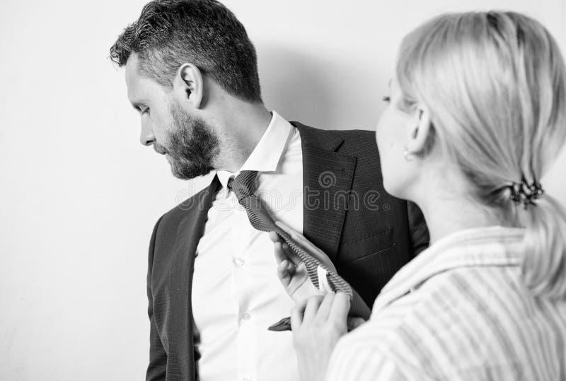 Molestia sessuale fra i colleghi ed il flirt nell'ufficio Molestia sessuale in lavoro e nel luogo di lavoro Provi a sedurre immagini stock