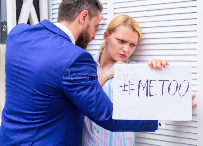 Molestia sessuale in posto di lavoro Me movimento troppo sociale Metoo come nuovo movimento Femmina molestante del responsabile o fotografia stock libera da diritti