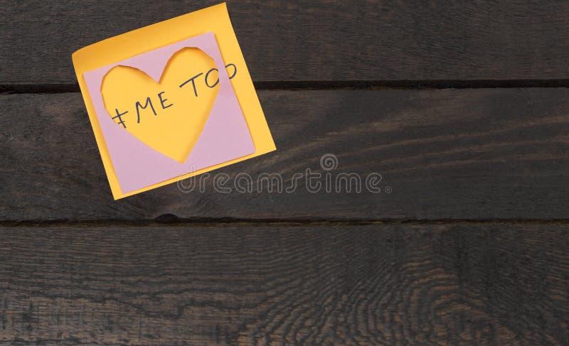 Molestowania seksualnego pojęcie, nadużycie, molestowanie Pisać tekstowi ja zbyt na pomarańczowym majcherze fotografia royalty free