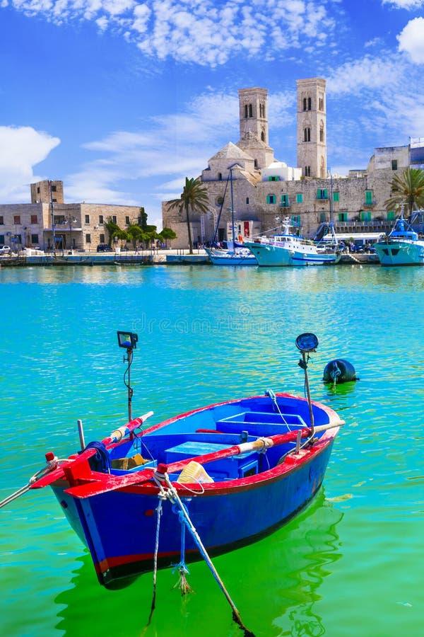 Molfetta - живописный прибрежный город в Апулии, Италии стоковые фотографии rf