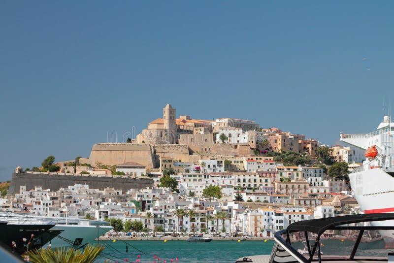 Molhe a área do porto e da cidade fortificada em terra Ibiza, Spain imagens de stock royalty free
