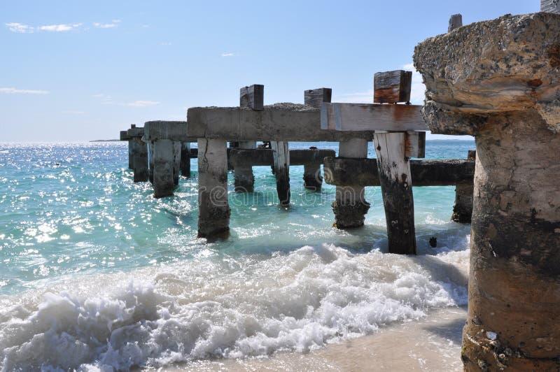 Molhe abandonado na baía de Jurien fotografia de stock
