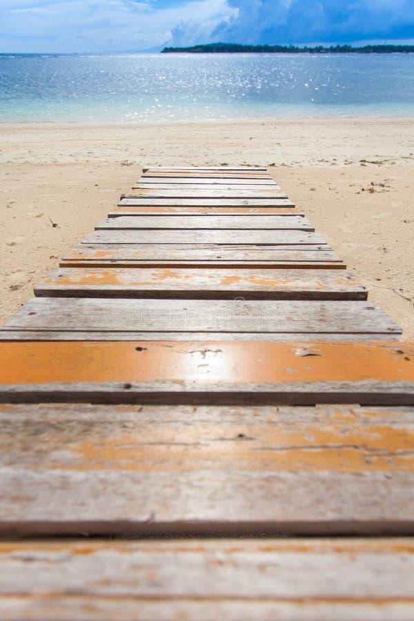 Download Molhe de madeira imagem de stock. Imagem de trajeto, boardwalk - 29831615