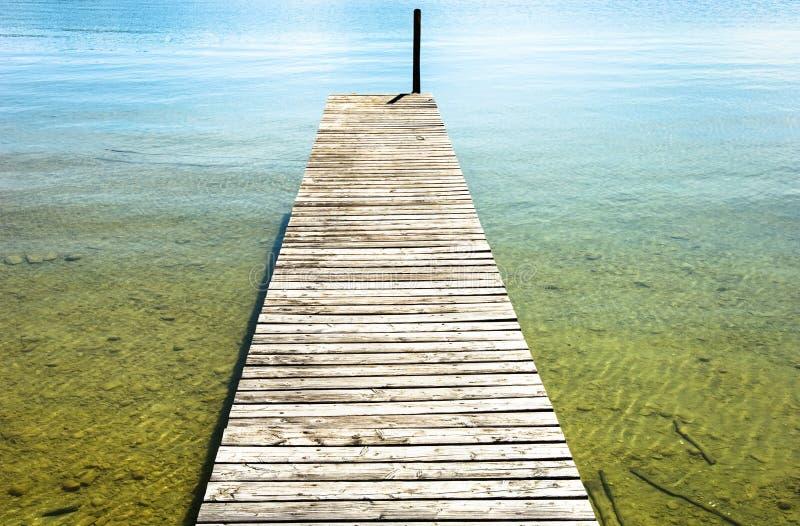 Download Molhe de madeira velho foto de stock. Imagem de simetria - 29843688
