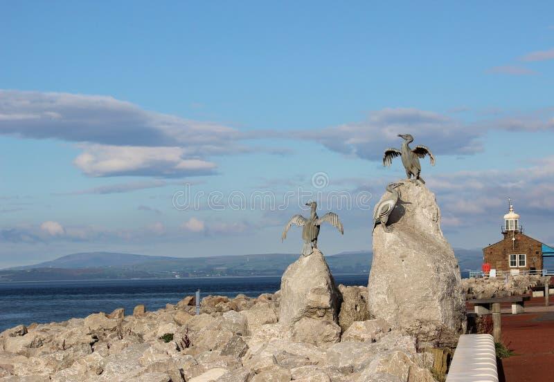 Molhe de pedra Morecambe Lancashire das esculturas do pássaro imagem de stock
