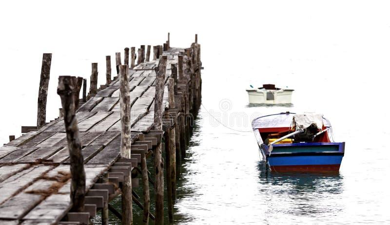 Molhe do barco e da madeira processado no estilo antigo fotografia de stock