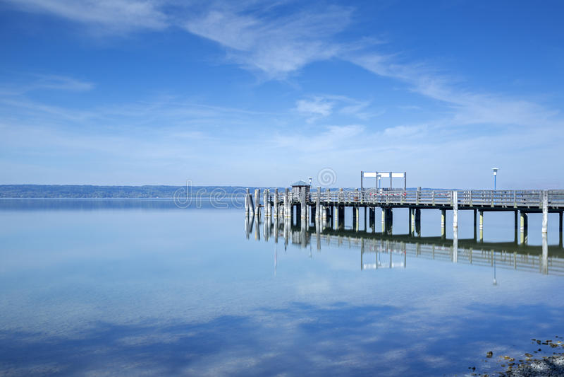 Molhe no lago Ammersee, Baviera, Alemanha imagens de stock royalty free