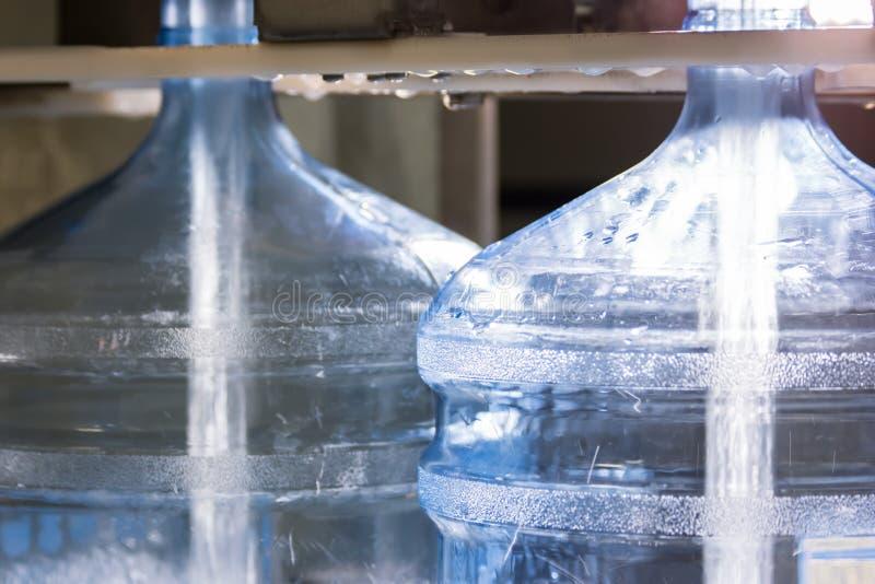 Molhe o derramamento em garrafas fotografia de stock