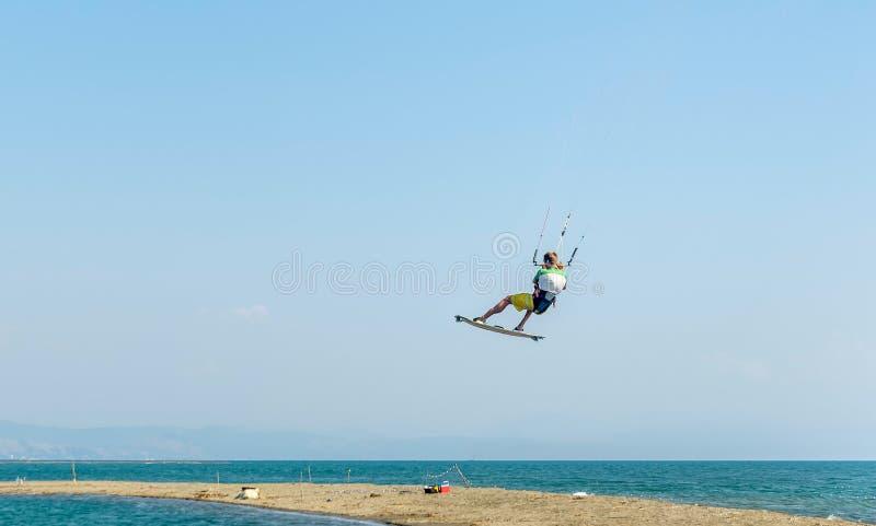 Molhe o divertimento e kiteboarding em Ada Bojana, Montenegro imagens de stock royalty free