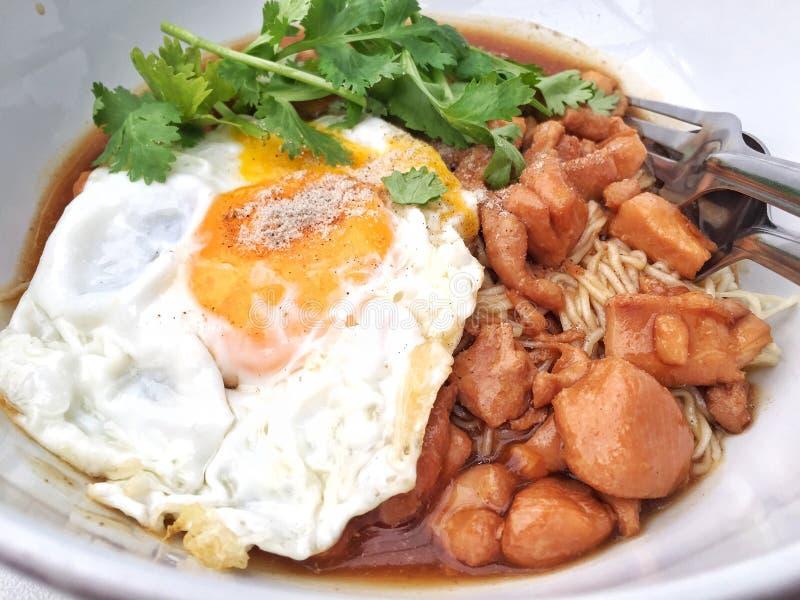 Molho chinês da galinha do macarronete fotos de stock