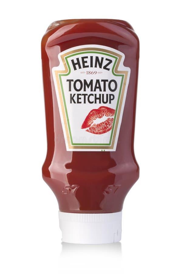 Molho da ketchup de tomate de Heinz na garrafa squeezable plástica imagem de stock