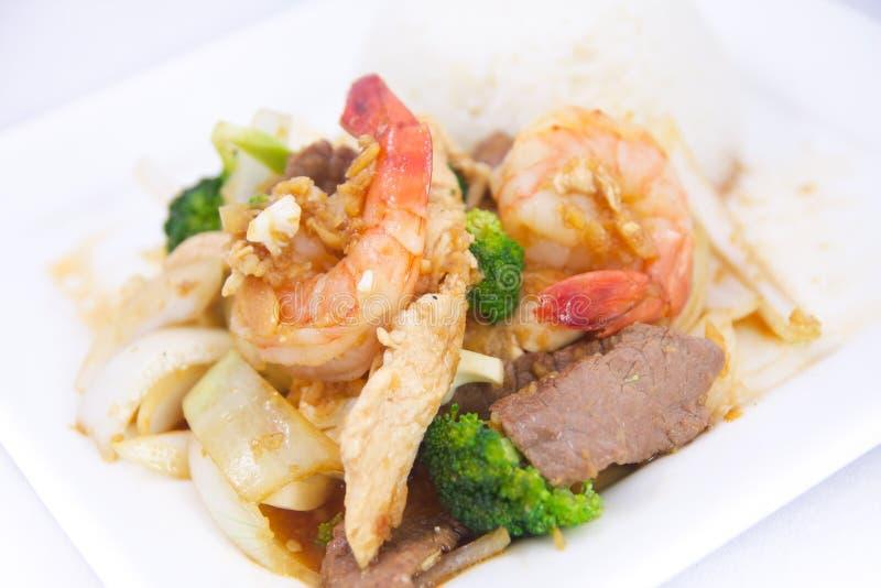 Molho de alho fritado agitação com arroz do jasmim. imagens de stock royalty free