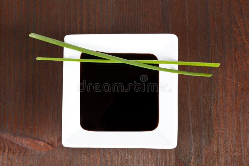 Molho de soja para o sushi. foto de stock