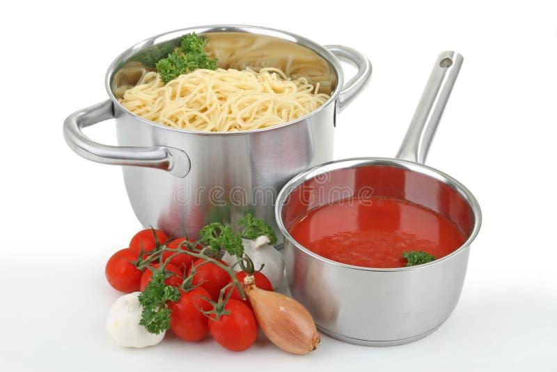 Download Molho Do Espaguete E De Tomate Foto de Stock - Imagem de garlic, tomate: 16871072