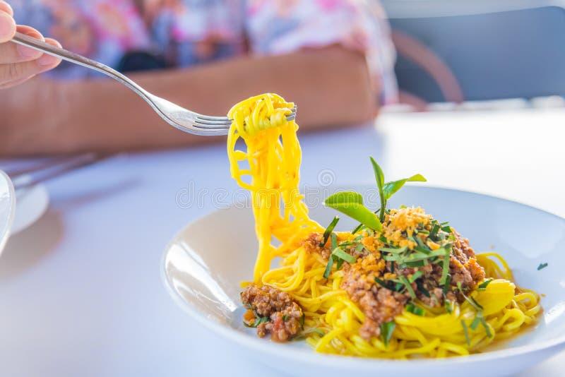 Molho e carne de porco de espaguetes foto de stock