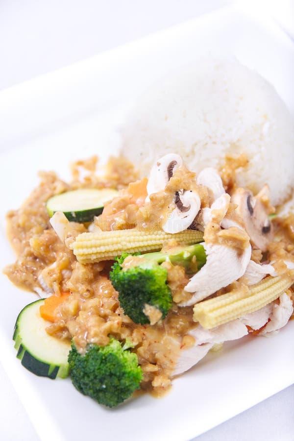 Molho fritado agitação do amendoim com arroz do jasmim. fotografia de stock