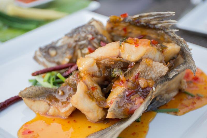 Molho fritado dos peixes três imagem de stock