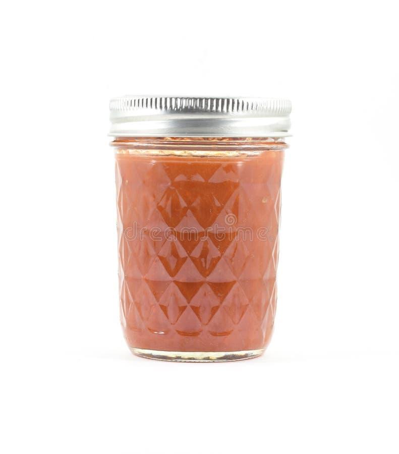 Molho vermelho enlatado em um frasco de vidro fotos de stock royalty free