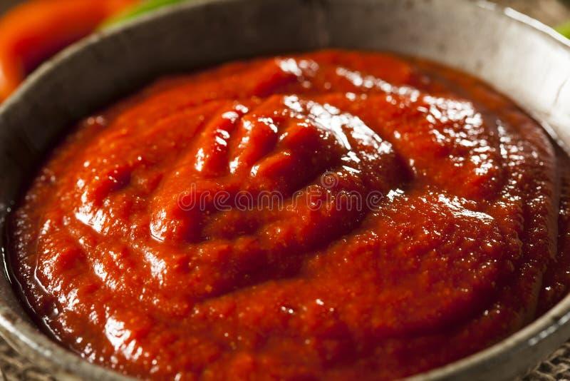 Molho vermelho picante quente de Sriracha fotos de stock royalty free