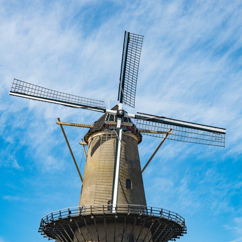 Molino 'Kyck sobre la guarida Dyk 'en Dordrecht, los Países Bajos fotografía de archivo