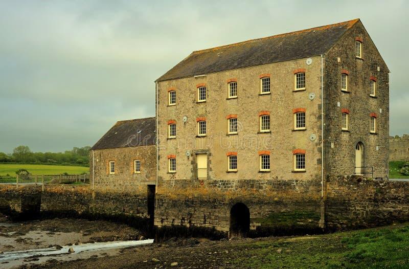 Molino de marea de Carew, Pembrokeshire imágenes de archivo libres de regalías
