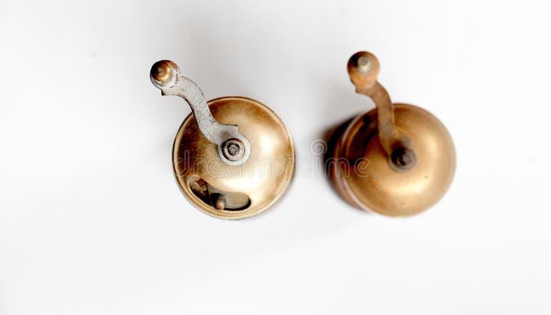 Molino de pimienta en blanco imagen de archivo libre de regalías