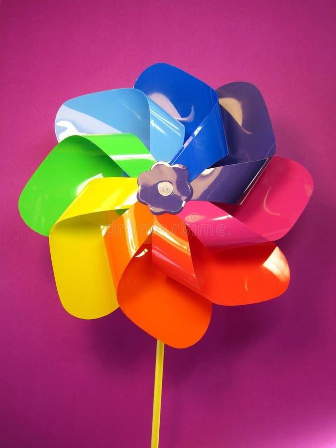 Molino de viento colorido del juguete fotografía de archivo
