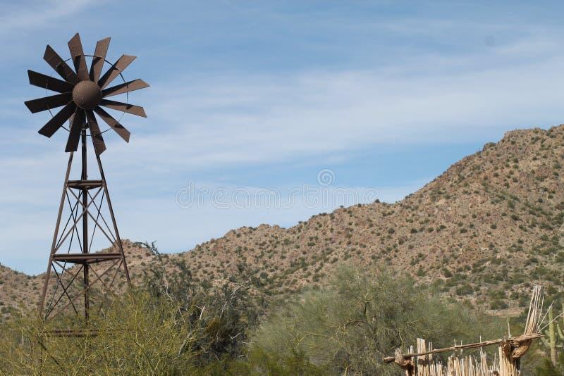 Molino de viento de antaño imagen de archivo libre de regalías