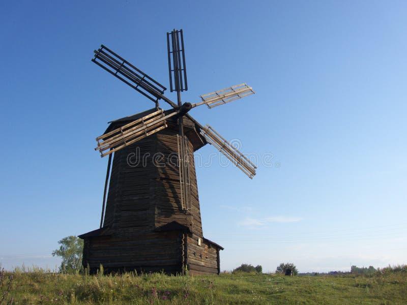 Molino de viento de madera foto de archivo libre de regalías