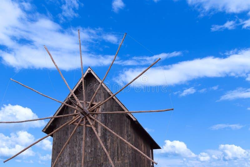 Molino de viento de madera fotografía de archivo libre de regalías