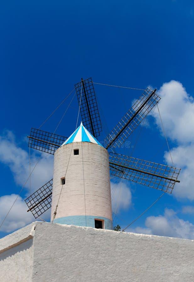 Molino de viento de Menorca Sant Lluis San Luis Moli de Dalt en balear fotos de archivo libres de regalías