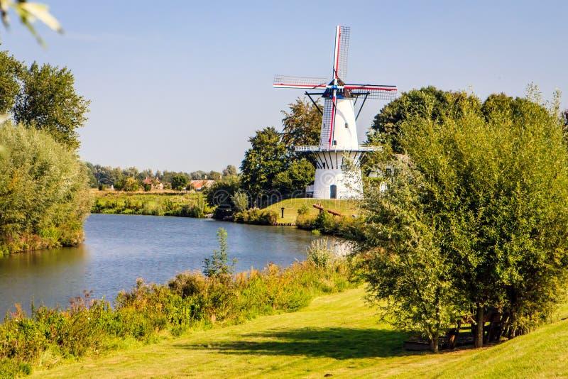 Molino de viento, Deil, Países Bajos imagen de archivo