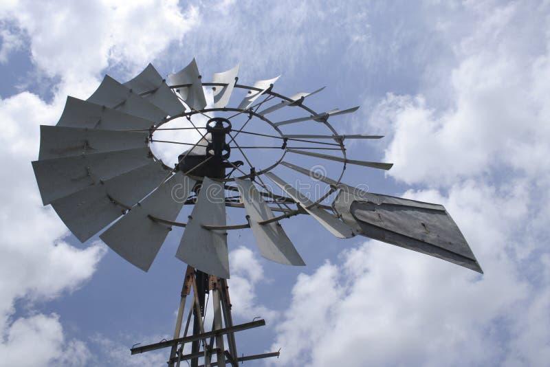 Molino de viento del país fotos de archivo