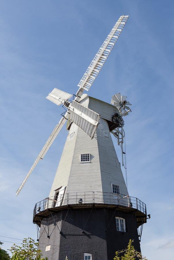 Molino de viento del siglo XIX fotos de archivo