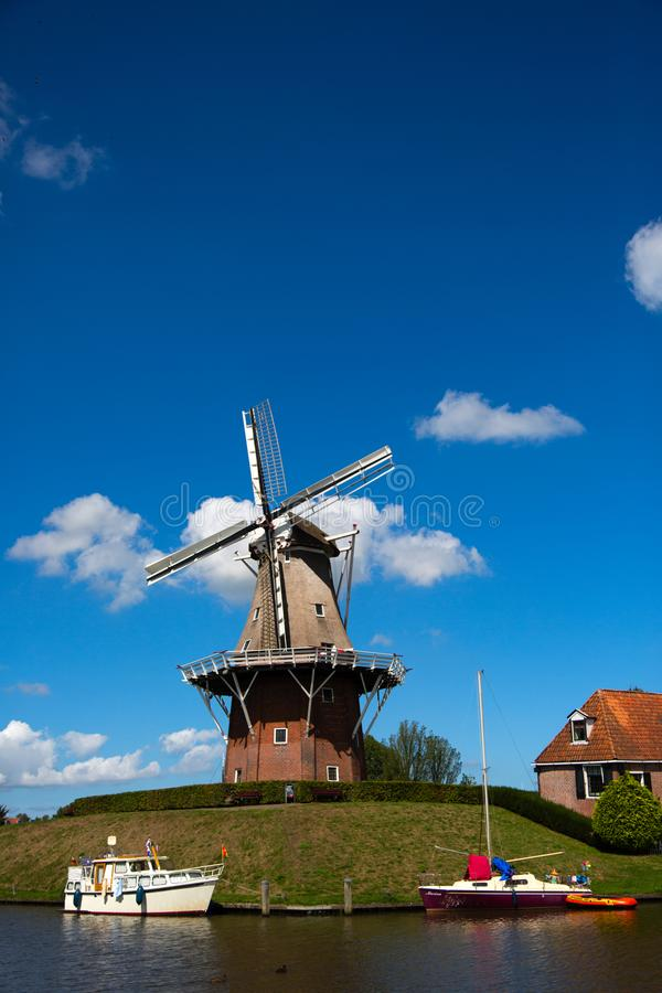 Molino de viento de Dokkum imagen de archivo