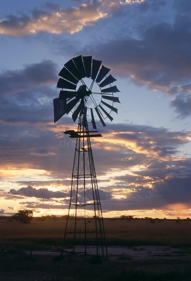 Molino de viento en África foto de archivo