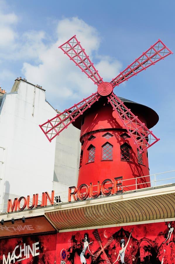 Molino de viento en el colorete de Moulin, París foto de archivo