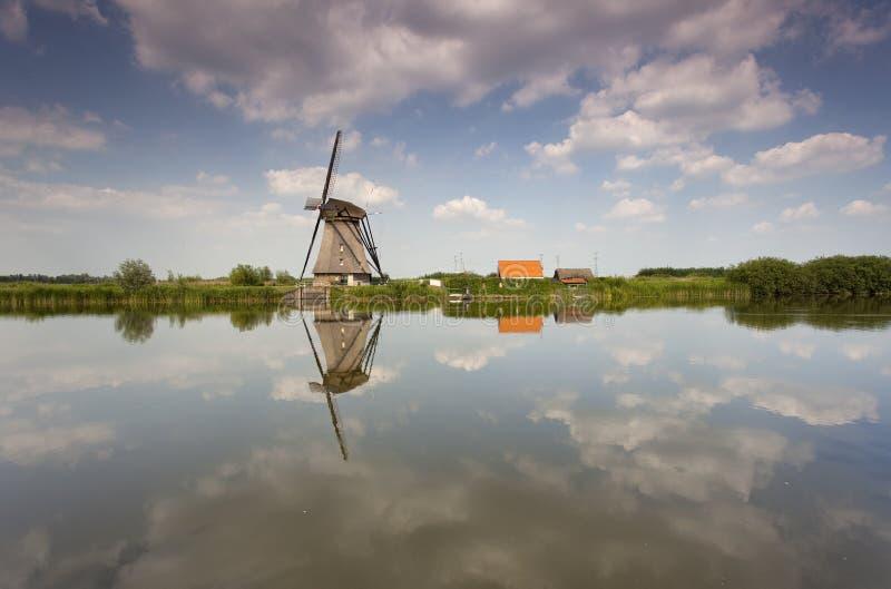 Molino de viento en Holanda imagen de archivo libre de regalías